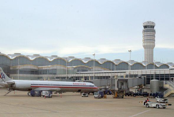 8:14 a 8:20  El vuelo 11 de American Airlines pierde contacto con la tor...