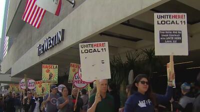 Trabajadores de la industria hotelera protestan para exigir mejoras y beneficios laborales