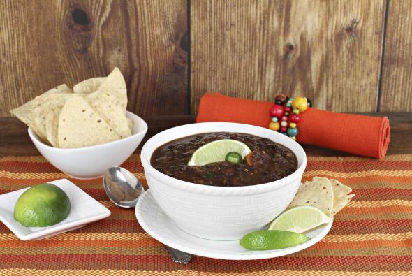 4. Sopa de frijoles. Esta deliciosa sopa negra es la combinación perfect...