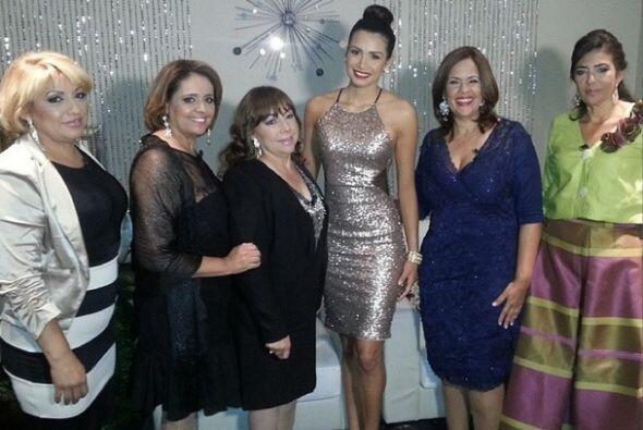 Una foto con las mamás de las finalistas de NBL.