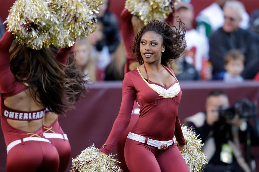 Con el invierno las cheerleaders de la NFL lucirán sus pantalones más aj...