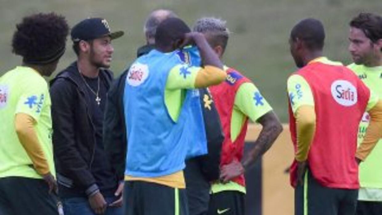 Neymar tiene previsto viajar con la Selecicón de rasil que disputará el...