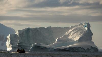 La mayoría de los barcos turísticos o científicos que viajan al contine...