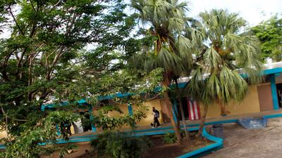 La escuela primaria Sótero Figueroa abrió sus puertas sin tener electric...