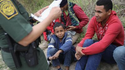 📸 Así llegan a la frontera los padres e hijos inmigrantes que el gobierno está separando