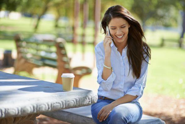 5. Llama a tus padres o a una amiga. Sí, llámalos, nada de WhatsApp o SMS.