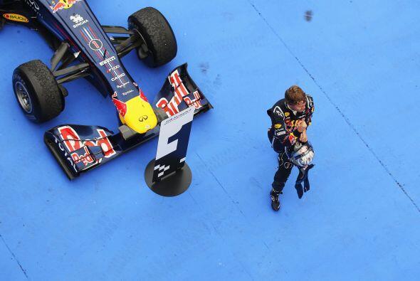Vettel ahora tiene 50 puntos en la clasificación de pilotos, casi...