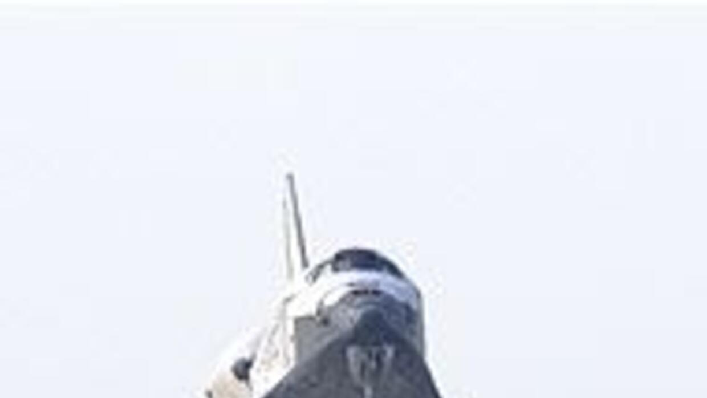 El transbordador espacial Discovery aterrizó en Cabo Cañaveral, Florida...