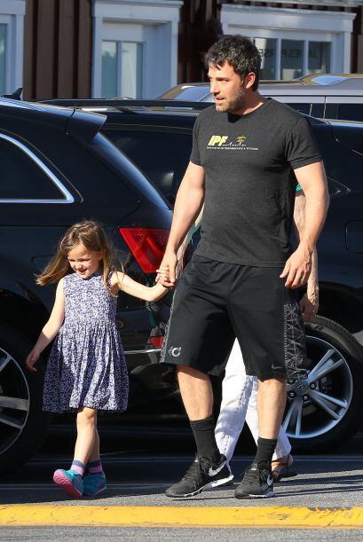 Ben es padre de dos niñas y un niño junto con la actr&iacu...
