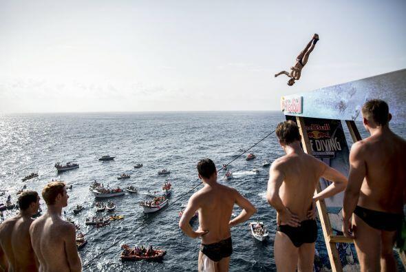Los atletas subirán a lo alto de una plataforma instalada en el Puente d...