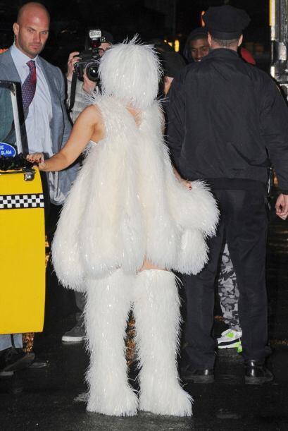 Titubeante y envuelta en este bizarro estilo esquimal fue como lleg&oacu...