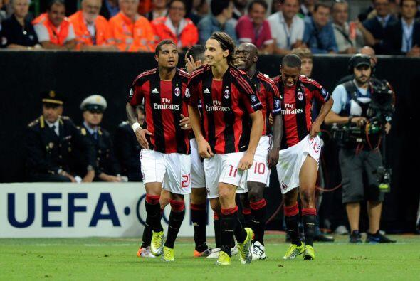 Milan ganó 2-0 y su afición terminó contenta por la actuación de su club.