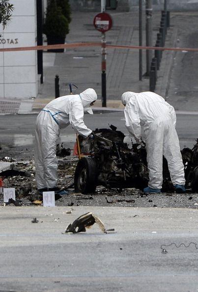 El vehículo, un Nissan Sunny, quedó prácticamente destruido.