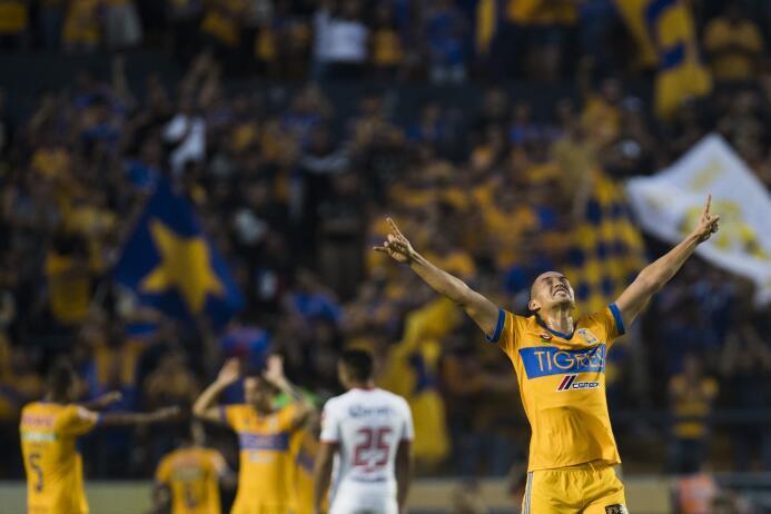 Tigres domina y golea a Toluca en el Volcán 20171021-5451.jpg