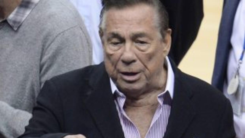 Se dice que el ex dueño del equipo pedirá $1 billón por daños.