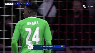 Tarjeta amarilla. El árbitro amonesta a André Onana de Ajax