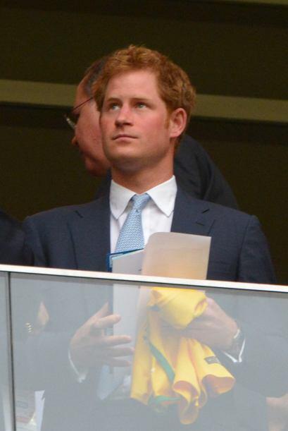 Aunque su país ya ha sido eliminado, el príncipe Harry está al pendiente...