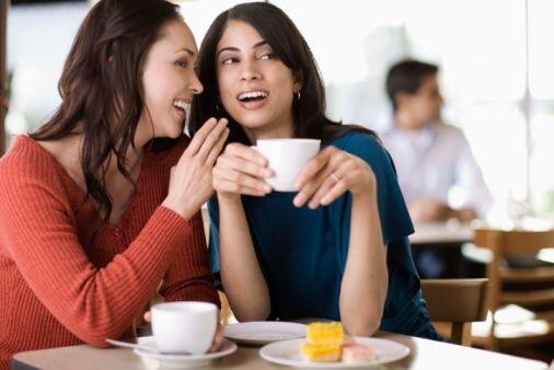 8. ¿Pasa más tiempo con los amigos(as)? ¡Tenía meses sin hablar con ella...