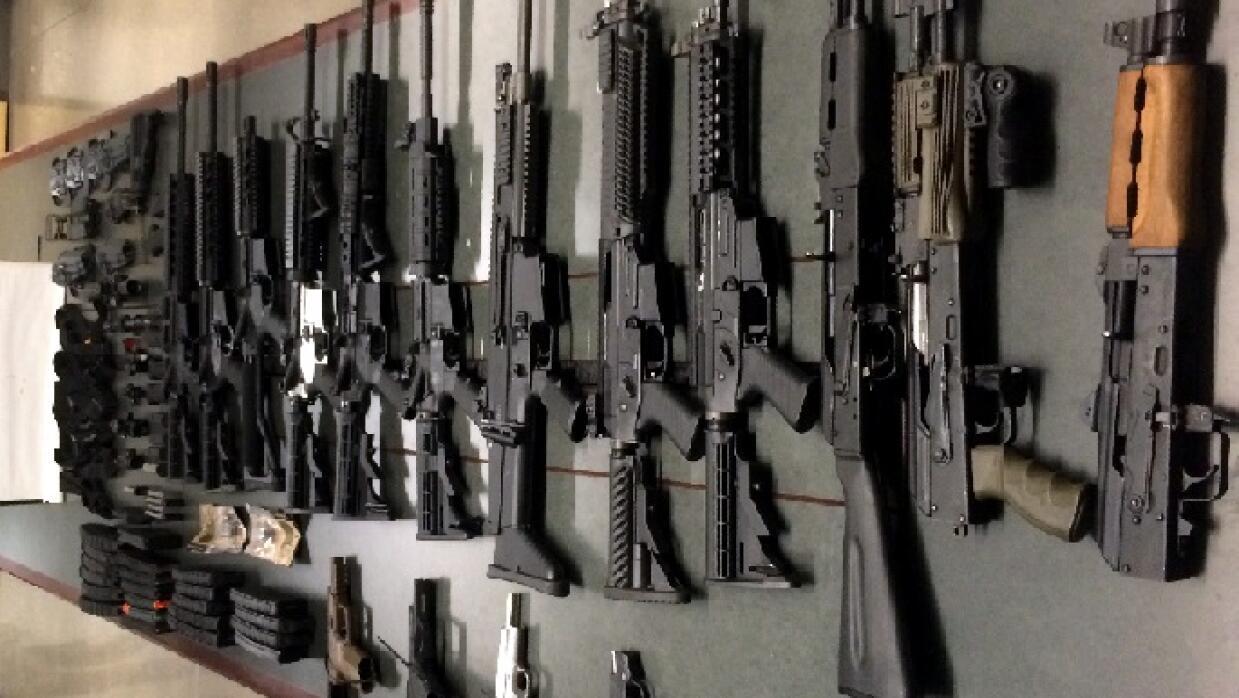 Mujer de 23 años descubierta con arsenal armas%202.jpg