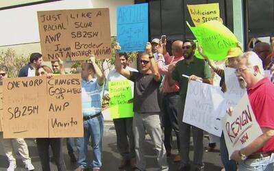 Cubanos en Hialeah exigen la renuncia del senador Frank Artiles