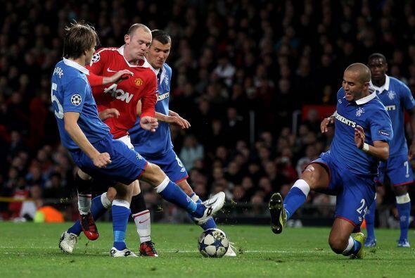 Otro que fue titular, Wayne Rooney, no estuvo nada atinado frente al mar...