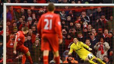 Gerrard engañó a Lloris en el cobro del penalti y así le dio los tres pu...