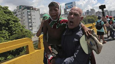 Un niño entre los heridos en las protestas contra el defensor del pueblo en Venezuela