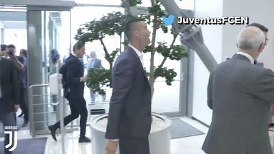 """CR7 ya es un hincha más: canta """"Juve, Juve"""" y apenas lleva un día en su nuevo club"""