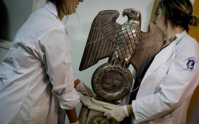 Descubren una escalofriante colección de objetos nazis en una casa de Ar...