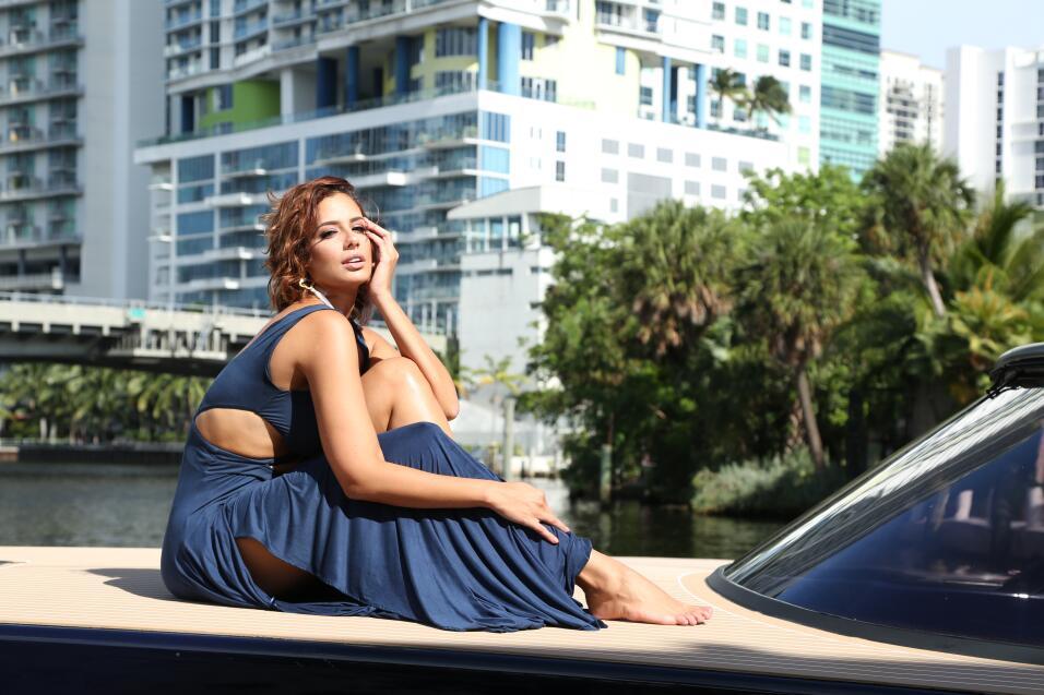 Aleyda Ortiz posó para una sesión de fotos antes de Premio...