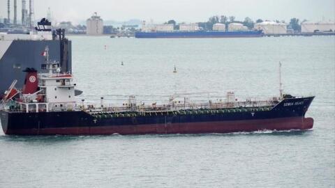 Buque petrolero de bandera Malasia, similar al tanquero panameño...
