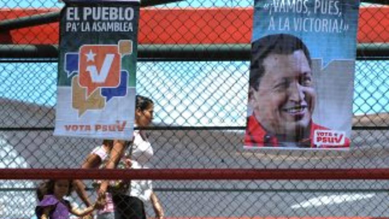 Las calles de Caracas están llenas de poster de campaña del partido de H...