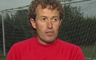 Fue entrenador del Crewe Alexandra de la cuarta división inglesa.