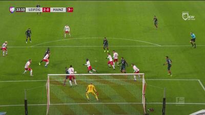 ¡Qué salvada! La pelota no quiso entrar y el Mainz se quedó con las ganas de festejar