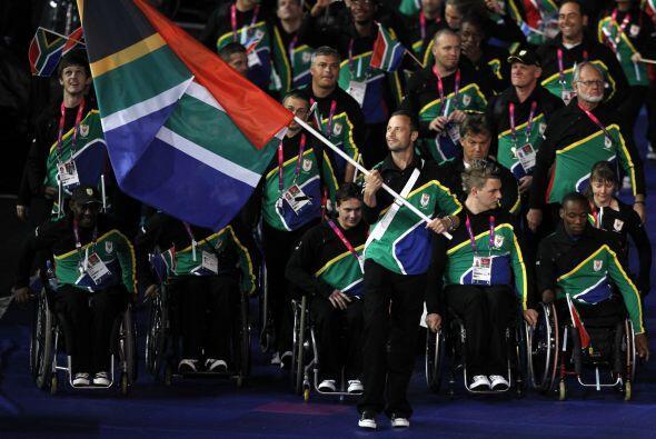 Poco después, Pistorius estaría de vuelta con la bandera para los paralí...