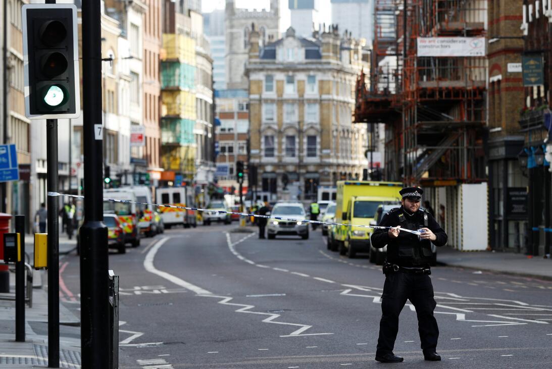 La policía londinense acordona una de las zonas donde ocurrieron los ata...