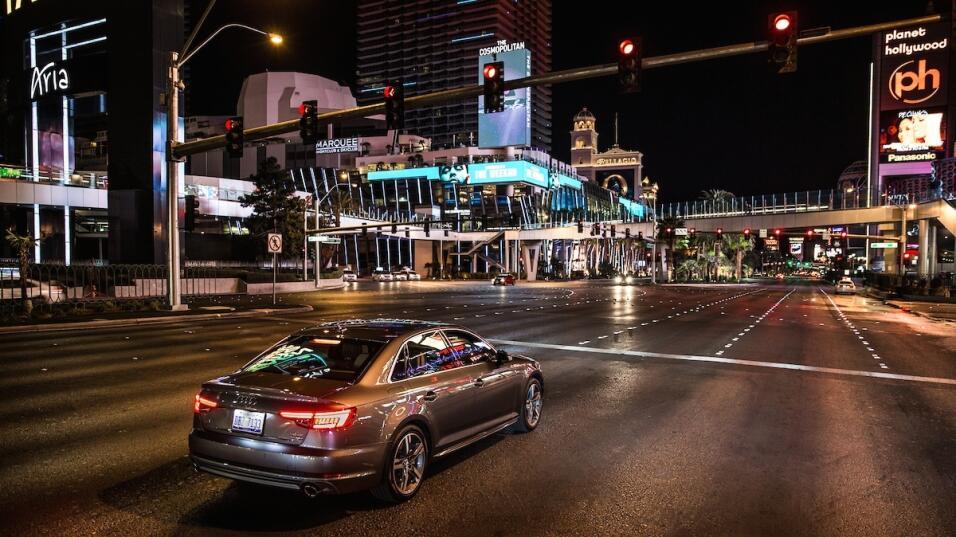 Autos y semáforos se comunican por primera vez en Las Vegas audi-tli-3-1...