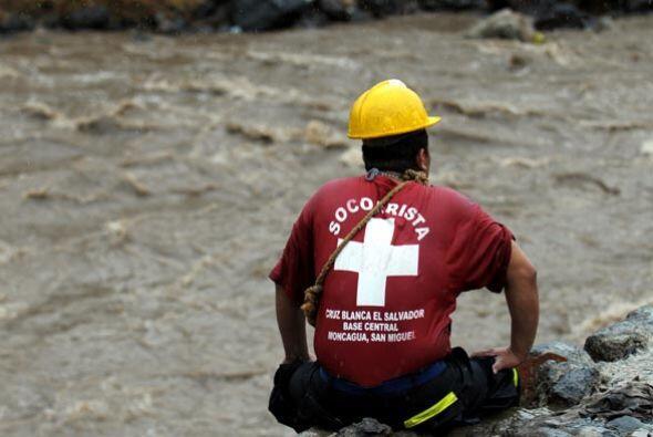 En El Salvador, las lluvias por el fenómeno natural dejaron tres muertos...