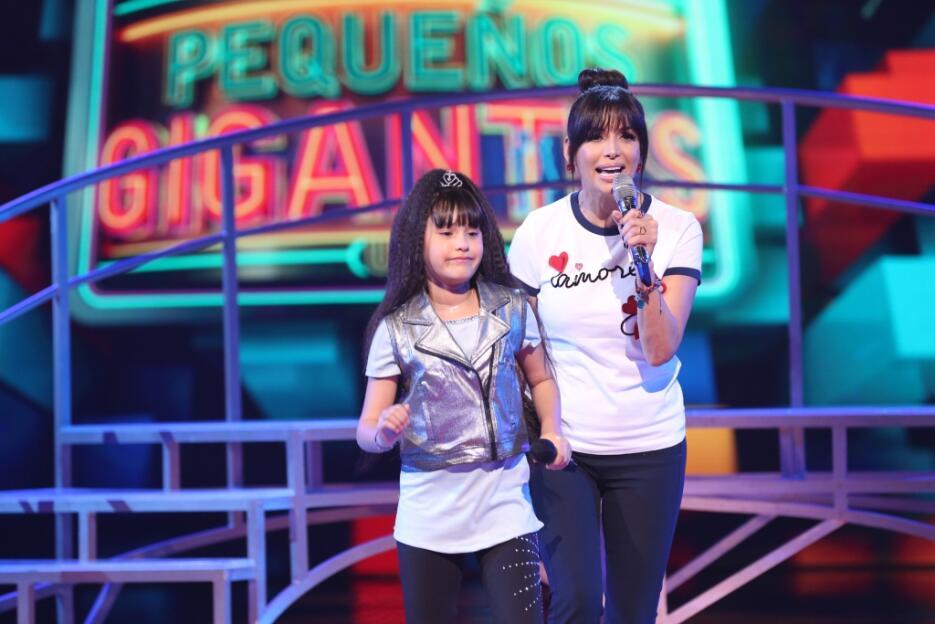 Frente a frente, los equipos de Paulina Goto y Jonatan Sánchez compitier...