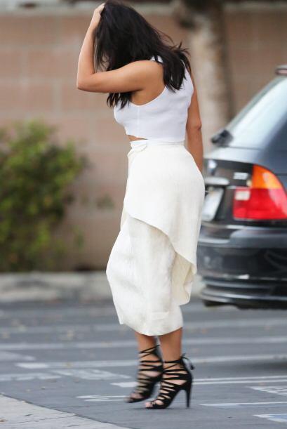 Minutos después, Kim salió a dar un paseo por la ciudad de Los Ángeles.
