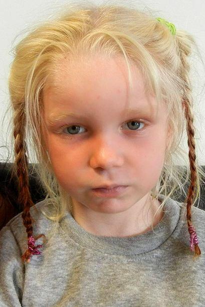 La niña ha estado en una institución de caridad desde que las autoridade...