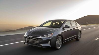 Hyundai le trasplanta una cara nueva y más seguridad a su compacto Elantra