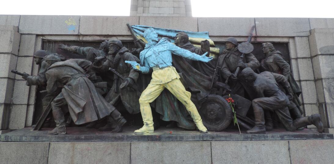 SOFÍA (BULGARIA) En 2014, el monumento fue pintado una vez más por desco...