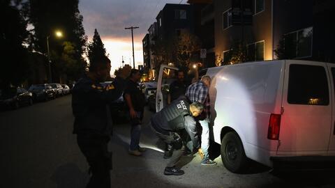 Agentes de ICE en una detención realizada el 14 de octubre de 2015 en Lo...