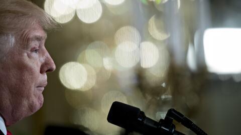 El presidente Donald Trump, habla durante una conferencia de prensa con...