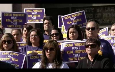 Sindicalizados protestaron por la acusación a cuatro trabajadores sociales.