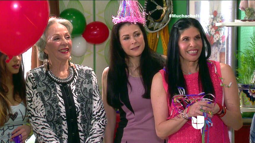 ¡Fiesta, Fiorella festejó su cumpleaños! DB7AA1F4B6DF46F19EAA86B09FED0EB...