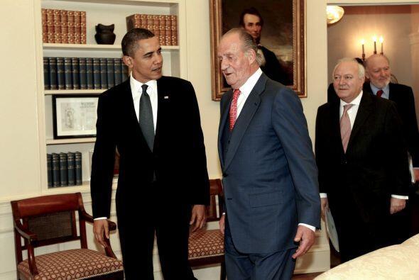El Rey Juan Carlos conversa con el presidente de Estados Unidos, Barak O...