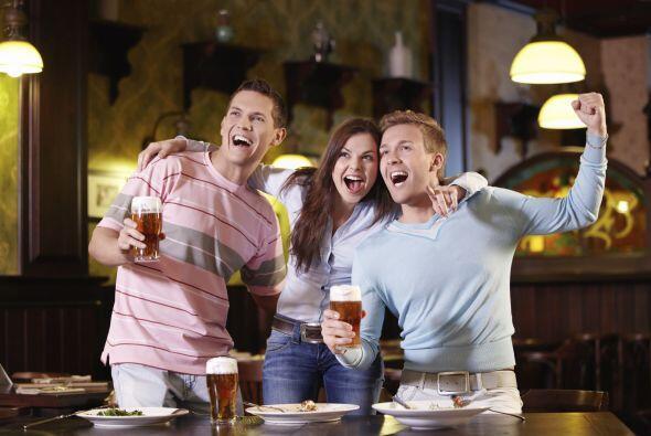 Si te reúnes con amigos para ver un encuentro concéntrate en lo que está...