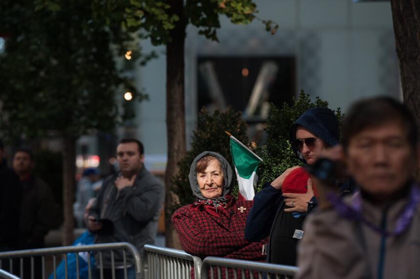 Con su característica elegancia y bandera en mano, las italianas formaro...